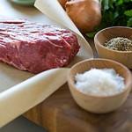 Připrava masa s bylinkami